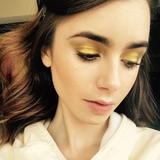 lily-collins-gold-eye-makeup