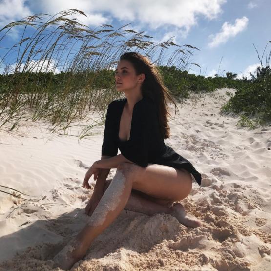 barbara-palvin-beach-bikini-cellulite
