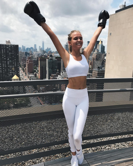 josephine-skriver-boxing-fitness