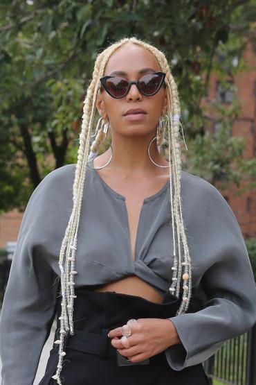 solange-new-york-fashion-week-hair-platinum-blonde
