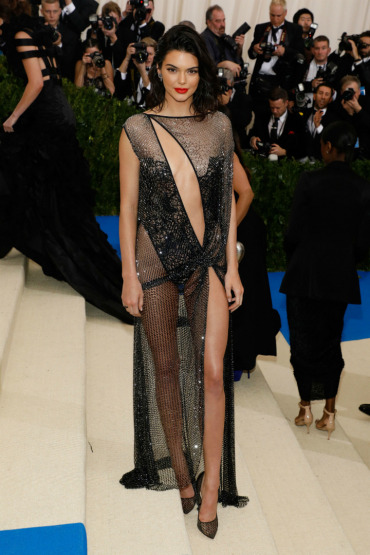 Kendall-Jenner-MetGala-2017-Gown-red-carpet