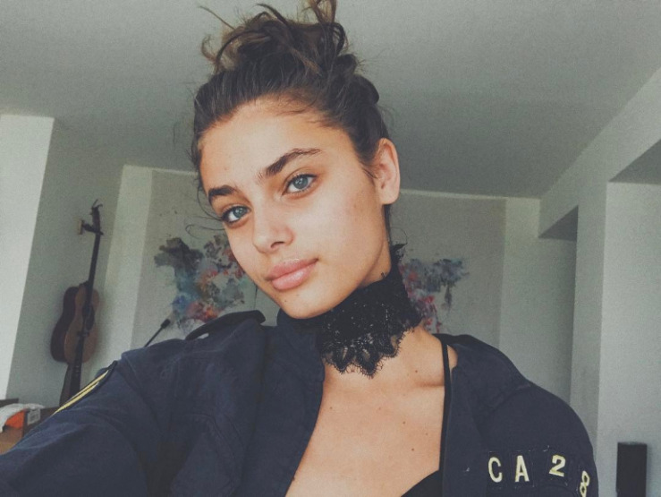 taylor-hill-makeup-acne