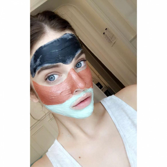 barbara-palvin-face-mask-beauty
