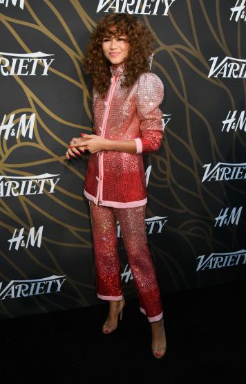 zendaya-red-carpet-suit