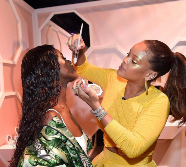 rihanna-fenty-beauty-strobing-makeup