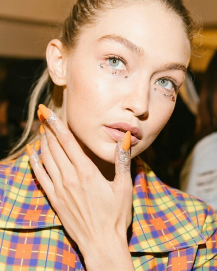 hadid-gigi-jeremy-scott-new-york-fashion-week-beauty