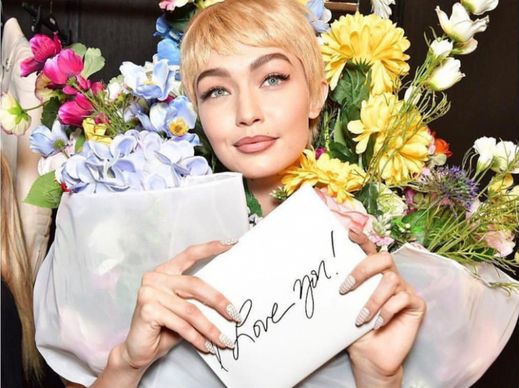 gigi-hadid-moschino-makeup-trends-beauty