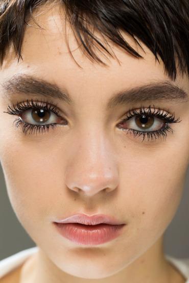 christian-dior-beauty-backstage-fashion-week-make-up-eyelash