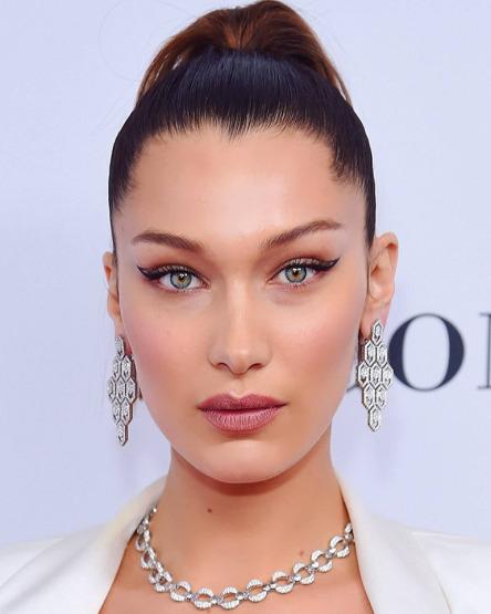 bella-hadid-eyeliner-gigi-beauty-make-up