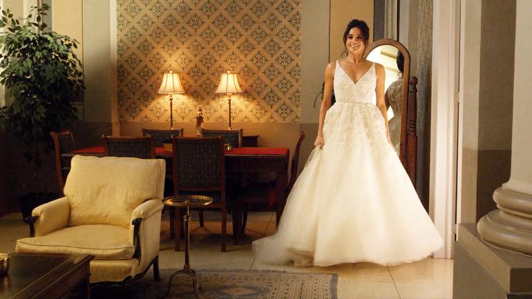 17-11/30/meghan-markle-in-a-wedding-dress-in-tv-suits-series-season-5-1511437334-1.jpg