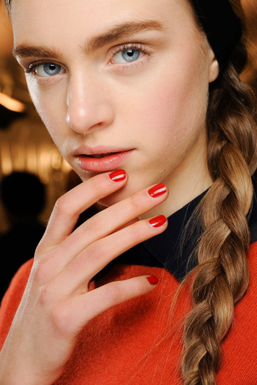 valentino-beauty-makeup-nails-backstage