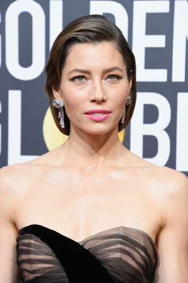 jessica-biel-golden-globes-hair-make-up-beauty