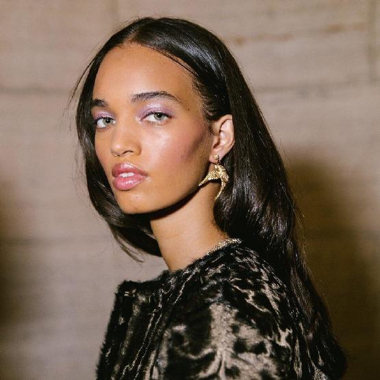oscar-de-la-renta-make-up-new-york-fashion-week-strobing-glitter