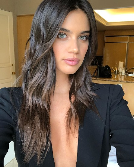 sara-sampaio-hair-beauty-dry-shampoo