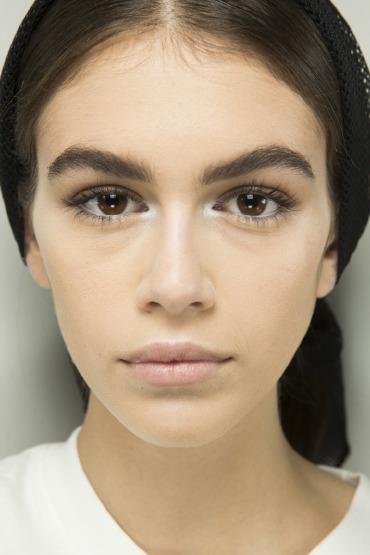 kaia-gerber-brow-beauty-tips-make-up