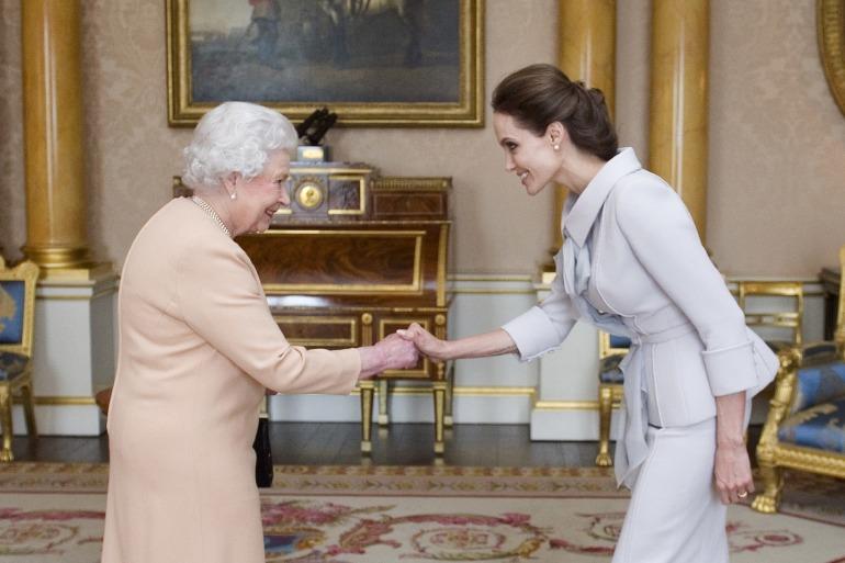 Angelina Jolie, Kraliçe 2. Elizabeth