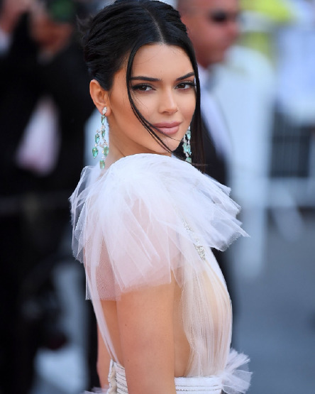 kendall-jenner-cannes-red-carpet-beauty-make-up-nude