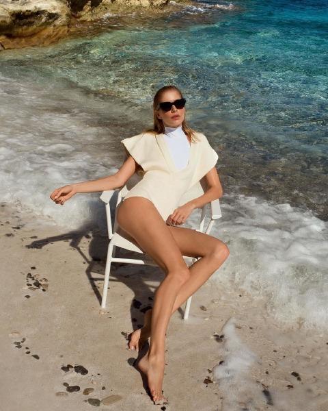 lena-perminova-beach-beauty-skin-care-legs