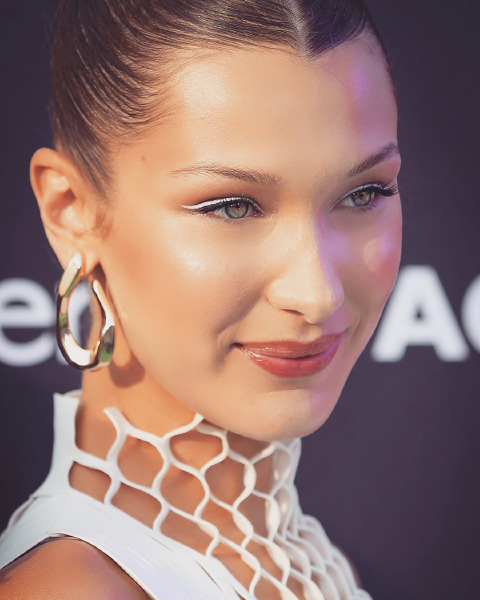 bella-hadid-monte-carlo-tag-heuer-beauty-make-up-white-eyeliner