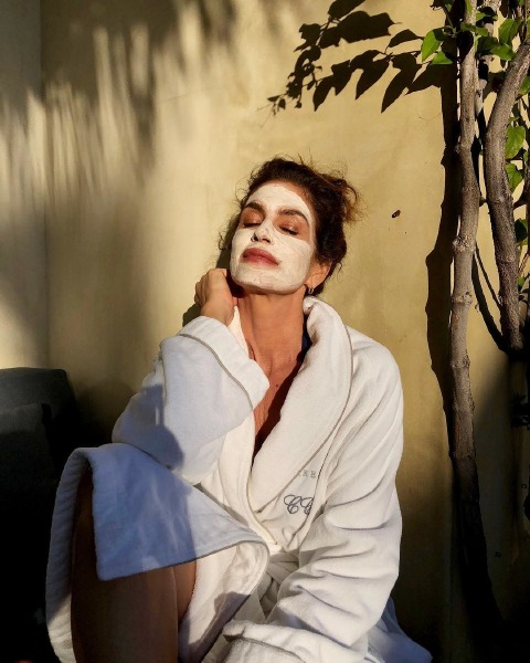 cindy-crawford-beauty-skğin-care-mask-summer-tip