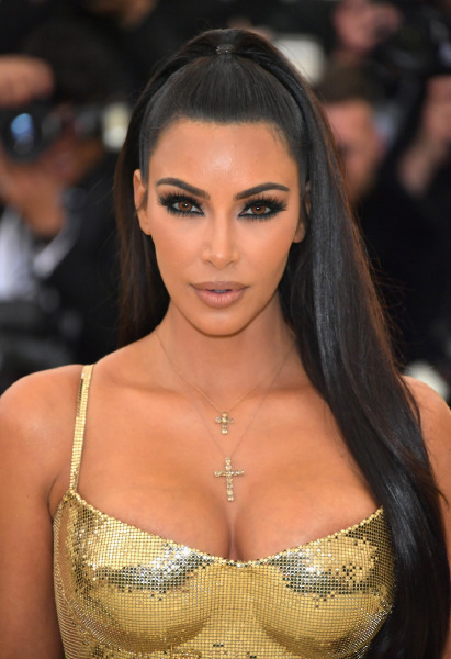 kim-kardashian-party-style-beauty-make-up-colored-contancts