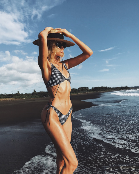 elsa-hosk-beach-body-beauty-skin-care-sun-screen