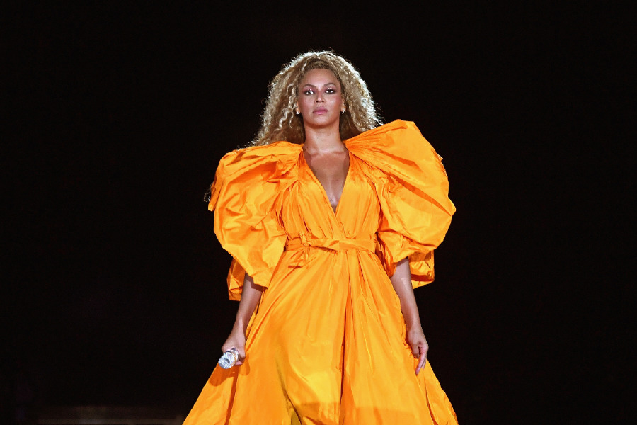 beyonce-on-the-run-tour-baby-blonde-hair-color