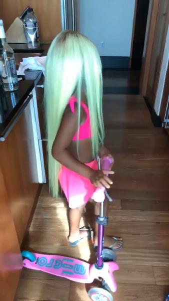 kim-kardashian-beauty-neon-green-hair-wig-lamborghini-huracan-miami-beauty