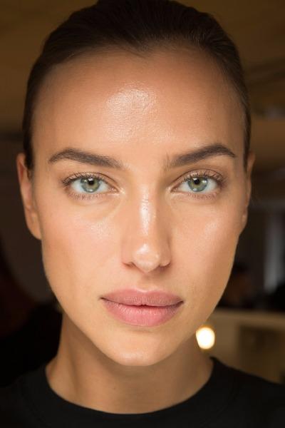 irina-shayk-beauty-tip-retinol-eye-cream-skin-care-anti-age