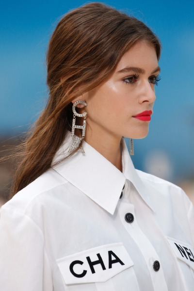 chanel-paris-fashion-week-beauty-hair-make-up-lipstick-beach-waves