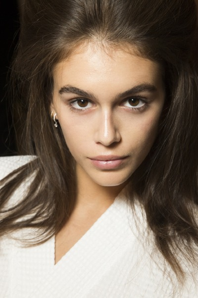 kaia-gerber-marc-jacobs-beauty-eyeliner-make-up-eye-brow