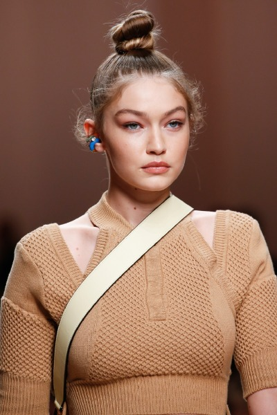 fendi-gigi-hadid-milano-fashion-week-2019-spring-summer-hair-beauty-updo