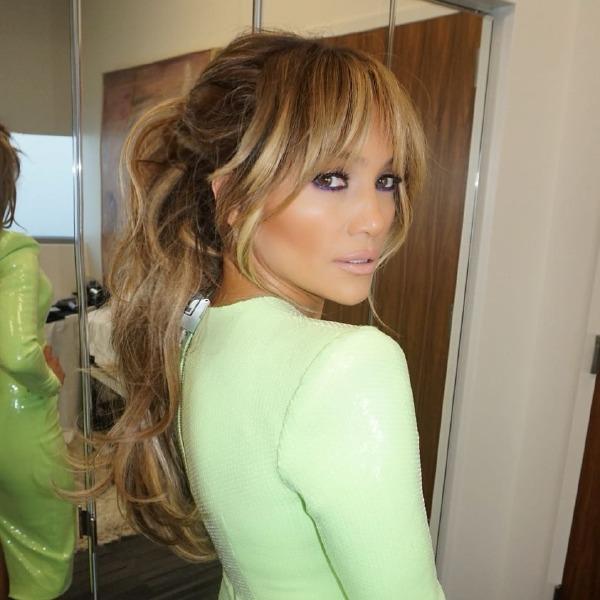 jennifer-lopez-hair-beauty-pony-tail-make-up-bangs