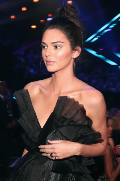 kendall-jenner-beauty-make-up-red-carpet-peoples-choice