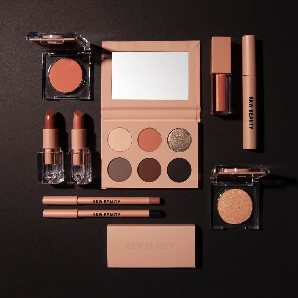 kylie-jenner-kim-kardashian-kkw-beauty-kylie-cosmetics-make-up-collection-holiday