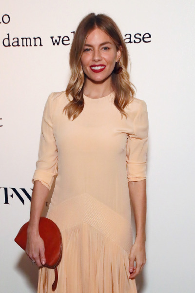 sienna-miller-hair-blonde-make-up-beauty-red-lipstick-style