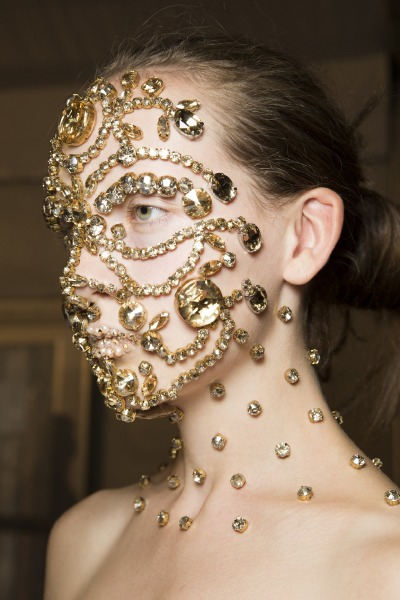 face-jewellery-givenchy-runway-beauty-make-up