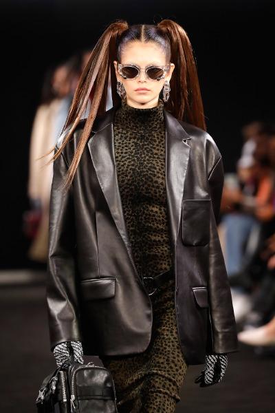kaia-gerber-alexander-wang-hair-2019-2020-fall-winter-runway-anime-90s-beauty