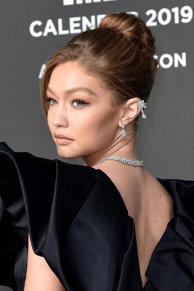 gigi-hadid-2019-pirelli-calendar-red-carpet-beauty-make-up-cat-eye-hair-updo