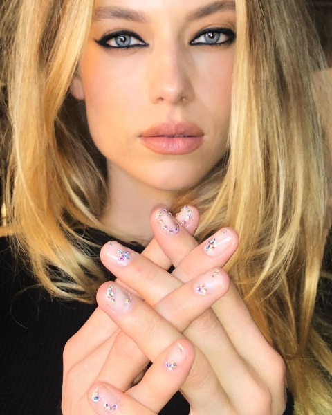 nail-art-color-make-up-trend-party-beauty