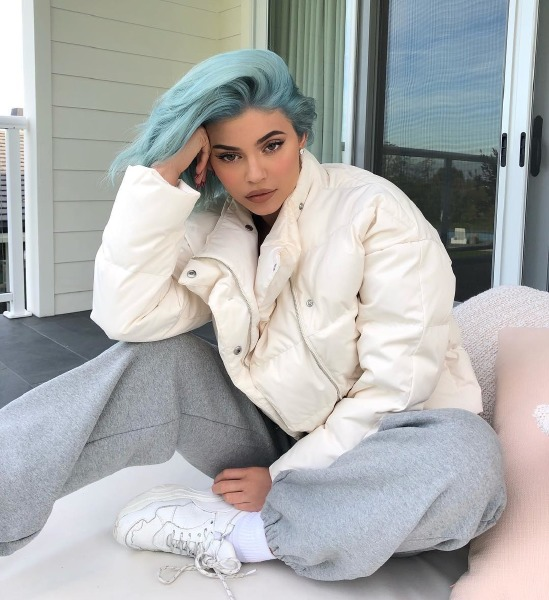 kylie-jenner-beauty-hair-color-instagram-blonde-pink-blue