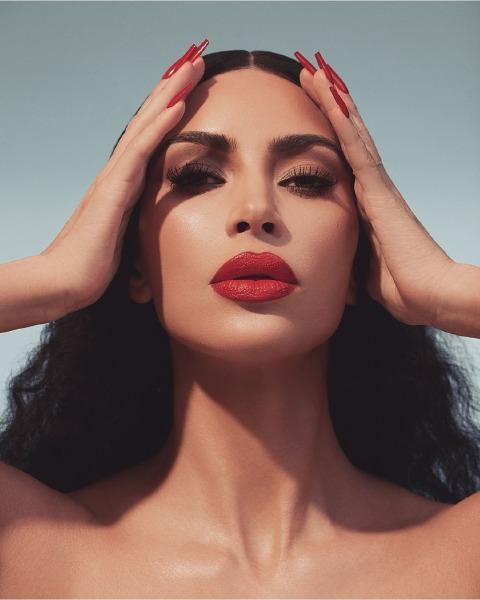 kim-kardashian-red-lipstick-make-up-kkw-beauty-instagram