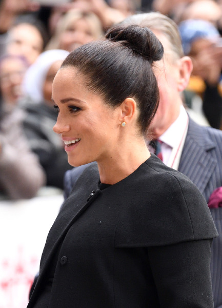 meghan-markle-beauty-hair-bun-makeup-celebrity-sighting-london