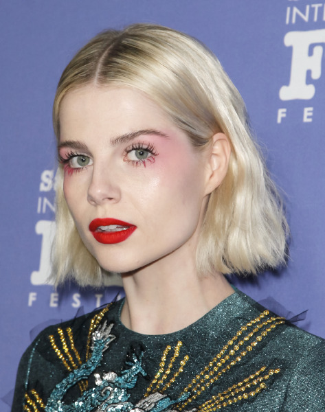 lucy-boynton-santa-barbara-film-festival-red-carpet-style-beauty-make-up