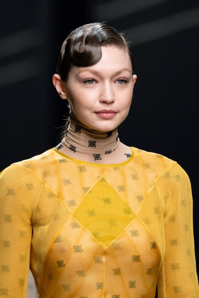 fendi-runway-beauty-hair-make-up-milan-fashion-week-karl-lagerfeld-pony-tail