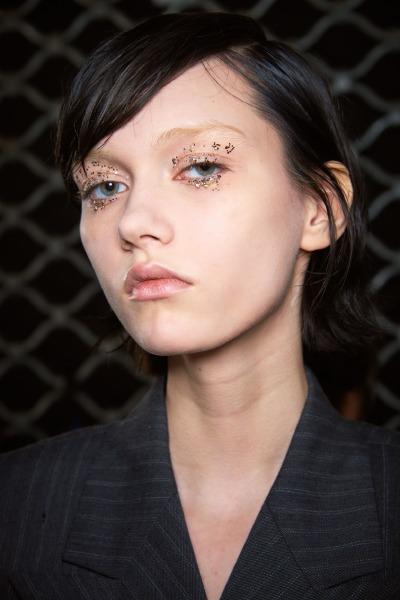 dries-van-noten-beauty-runway-make-up-glitter