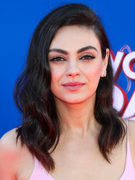 mila-kunis-wonder-park-premiere-red-carpet-los-angeles-hollywood-hair-make-up-beauty