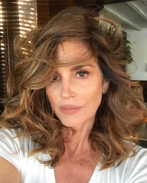 cindy-crawford-instagram-beauty-make-up-tips-hair