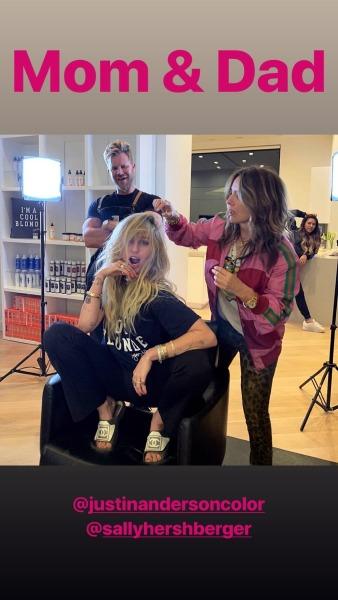 miley-cyrus-hannah-montana-hair-blonde-bangs-style-celebrity