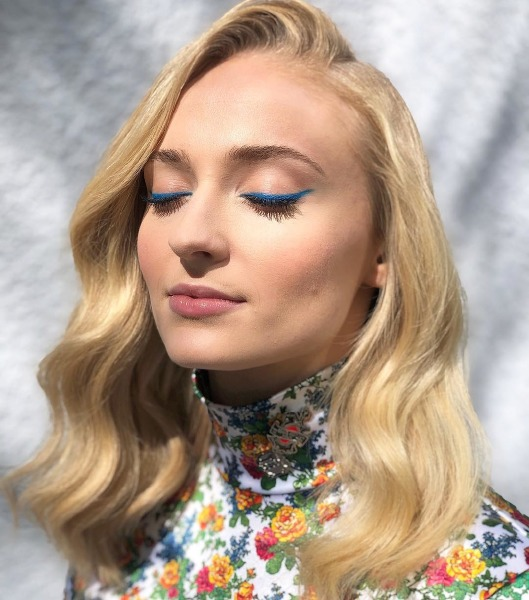louis-vuitton-sophie-turner-dark-phoenix-make-up-beauty-blue-eyeliner-celebrity